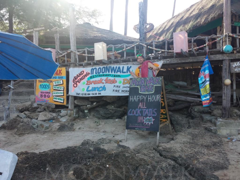 Moonwalk Beach : Happy Hour's